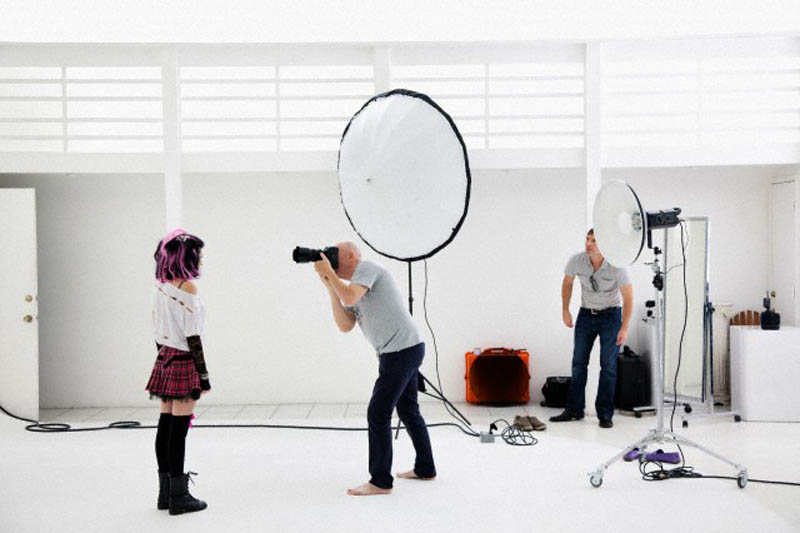 Photographer shooting fashion model in photo shoot --- Image by © Jorge Cruz/Corbis