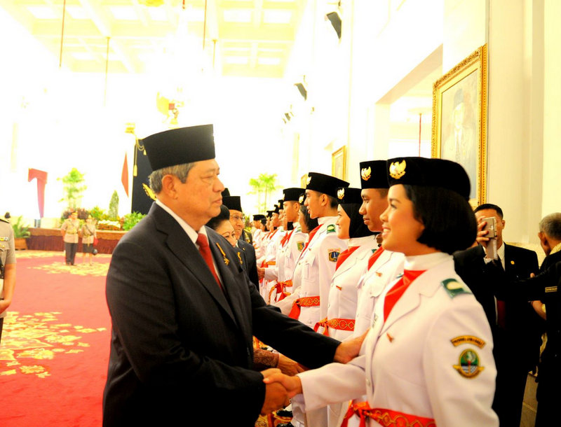 Erza Lasoturia Anansih Mendröfa mendapat ucapan selamat dari Presiden Susilo Bambang Yudhoyono pada 17 Agustus 2014. — Foto Dokumen pribadi