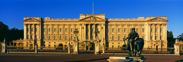London, England, UK --- Buckingham Palace, London --- Photo © Murat Taner/Corbis