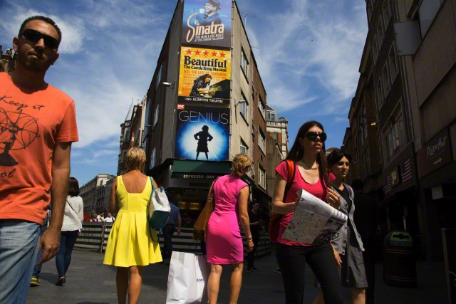 Leicester Square, London, England, UK --- Photo oleh © Mike Kemp/In Pictures/Corbis