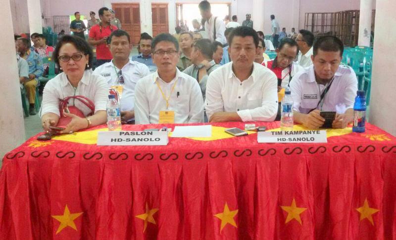 Pengurus partai pendukung mendampingi calon mereka. Tak terkecuali pasangan calon HD Sanolo didampingi oleh pengurus partai yang juga anggota DPRD Nias Selatan.