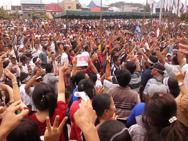 Situasi kampanye HD Sanolo di Lapangan Orurusa, Kamis (26/11/2015). —Foto: Gunawan Lizisökhi Maduwu
