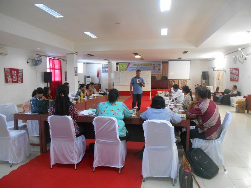 Para peserta berdiskusi tentang kesehatan reproduksi remaja. —Foto: Dokumentasi PKPA Nias