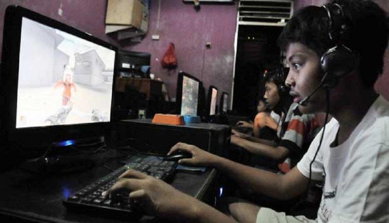 """Dampak Negatif Bermain """"Game Online"""" terhadap Anak"""
