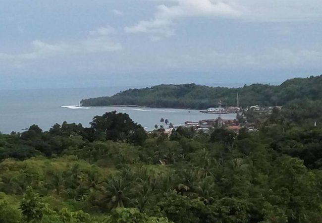 Pada salah satu kenampakan alam di Kota Telukdalam, tepatnya di Hili Onaha, milik seorang warga, Victor Dachi, sangat menjanjikan untuk menjadi tempat wisata yang menawarkan keindahan pemandangan. —Foto: Victor Dachi